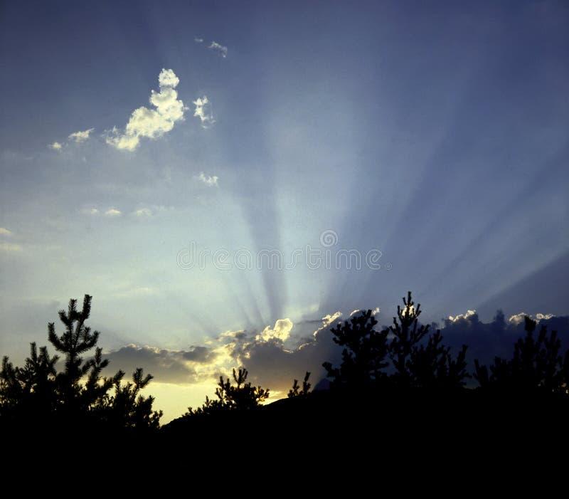 Salida del sol de Serre-Poncon fotografía de archivo