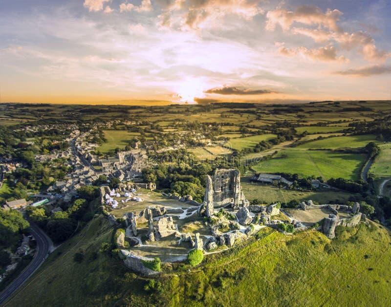 Salida del sol del castillo de Corfe imagen de archivo libre de regalías