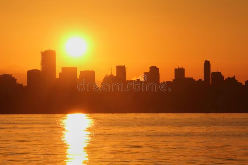 Salida del sol del horizonte de Vancouver, bahía inglesa imagen de archivo