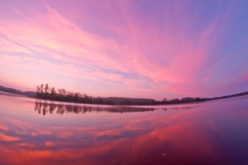 Salida del sol del paisaje del lago foto de archivo