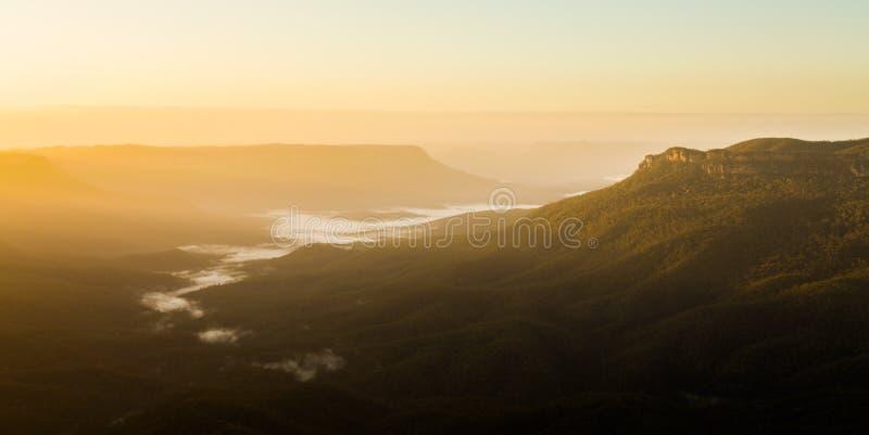 Salida del sol del punto sublime en las montañas azules Australia fotos de archivo libres de regalías