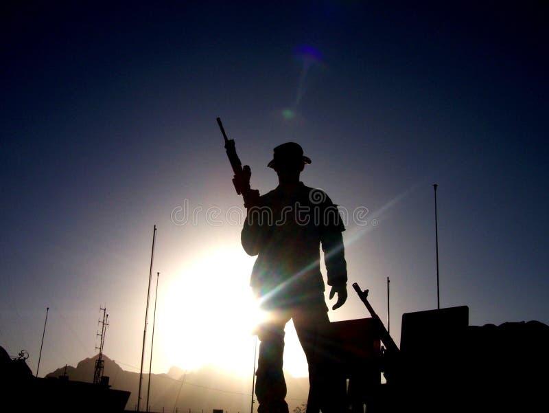 Salida del sol del soldado imagenes de archivo