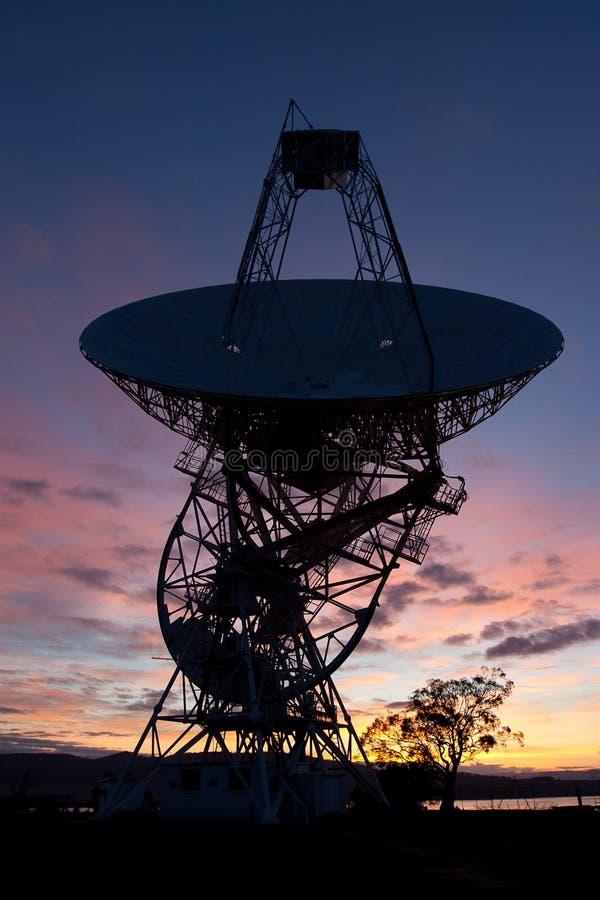 Salida del sol del telescopio de radio fotografía de archivo libre de regalías