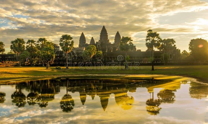 Salida del sol en Angkor Wat, Camboya imágenes de archivo libres de regalías