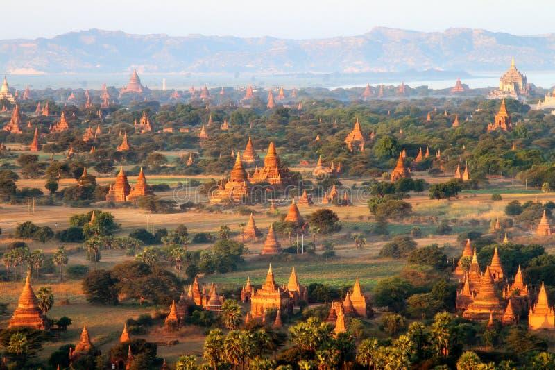 Salida del sol en Bagan, Myanmar imagenes de archivo