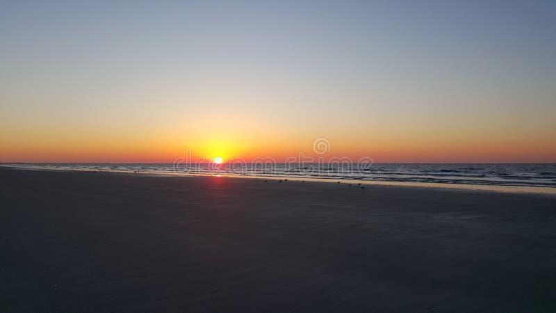 Salida del sol en Cherry Grove Beach fotografía de archivo