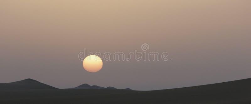 Salida del sol en desierto egipcio foto de archivo libre de regalías