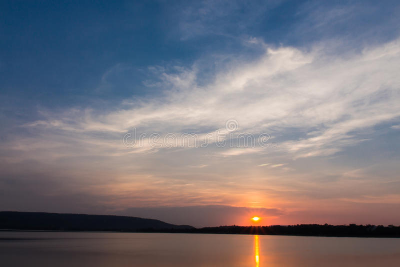 Salida del sol en DOS Reis de Angra imagen de archivo