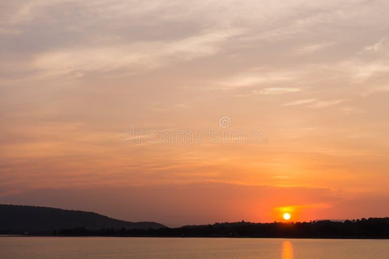 Salida del sol en DOS Reis de Angra fotografía de archivo