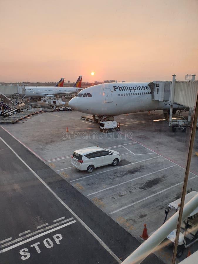 Salida del sol en el aeropuerto internacional de Ninoy Aquino fotos de archivo libres de regalías