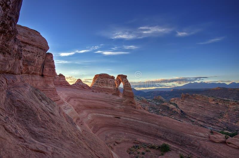 Salida del sol en el arco delicado - Moab, Utah imagenes de archivo