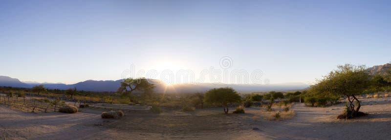 Salida del sol en el campo de Cafayate, la Argentina fotos de archivo libres de regalías