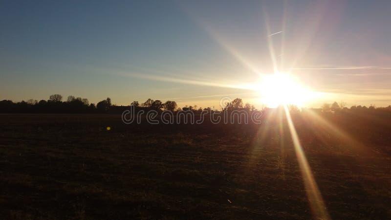 Salida del sol en el desierto fotos de archivo