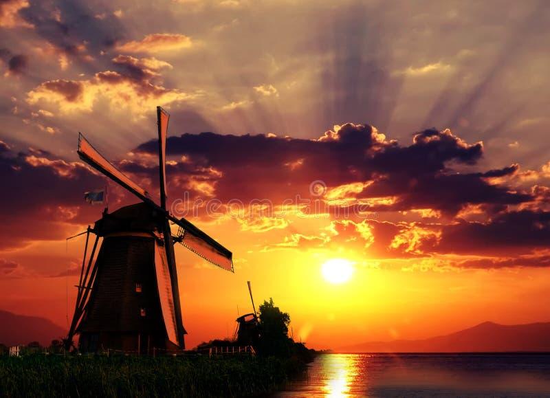 Salida del sol en el gigante de Países Bajos fotografía de archivo