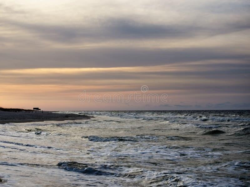 Salida del sol en el Golfo de M?xico imagenes de archivo