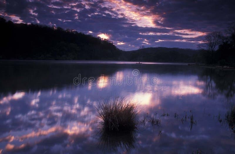Salida Del Sol En El Lago Fotografía de archivo