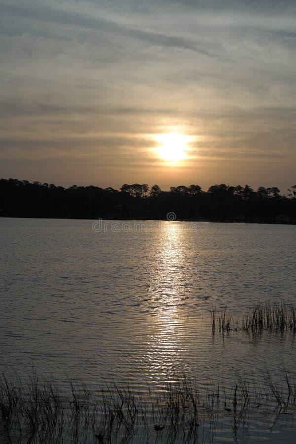 Salida del sol en el lago foto de archivo libre de regalías
