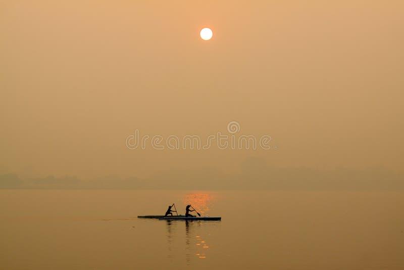 Salida del sol en el lago del oeste fotos de archivo