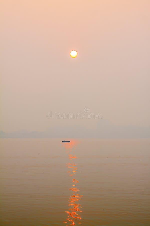 Salida del sol en el lago del oeste fotografía de archivo