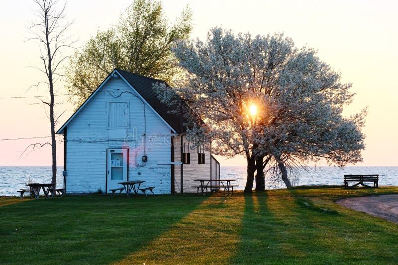Salida del sol en el lago Hurón fotografía de archivo libre de regalías