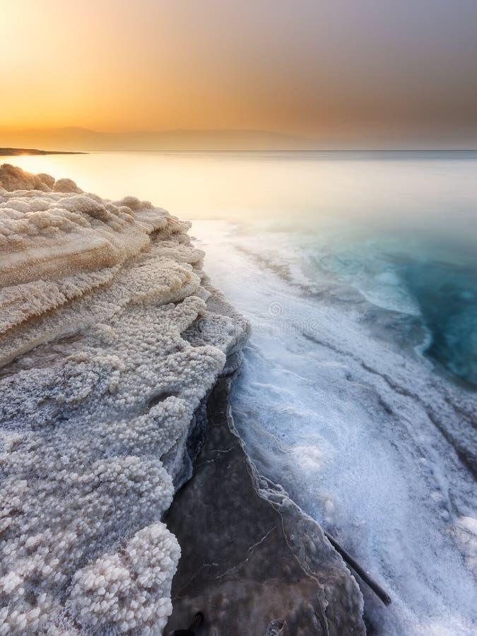 Salida del sol en el mar muerto foto de archivo libre de regalías