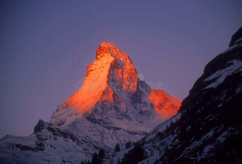 Salida del sol en el Matterhorn fotografía de archivo