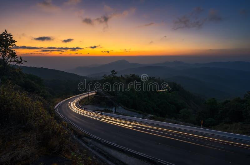 Salida del sol en el punto de opinión de Doi Intanon, Chiangmai Tailandia fotografía de archivo libre de regalías