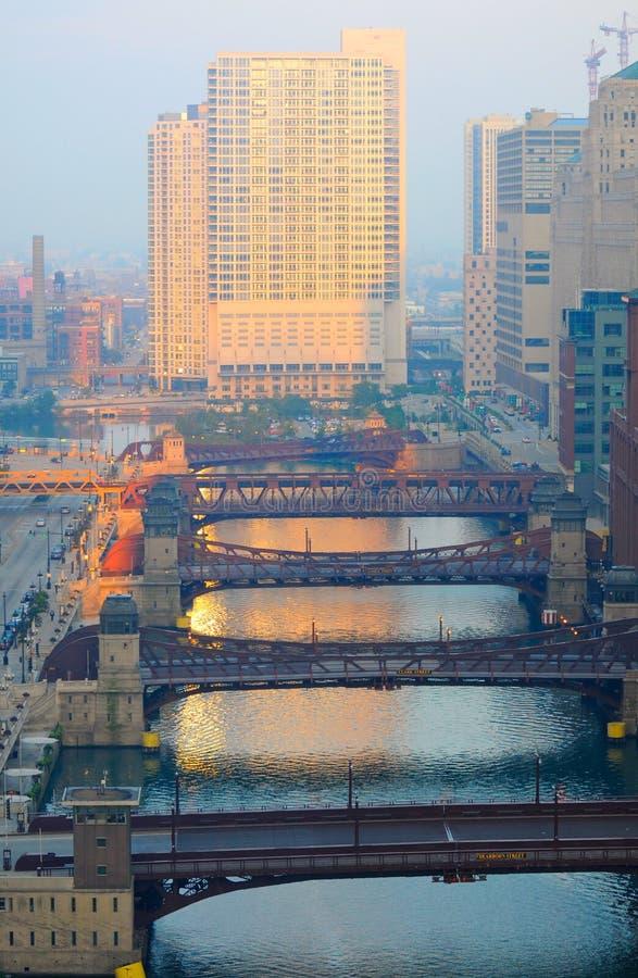 Salida del sol en el río de Chicago imagen de archivo libre de regalías