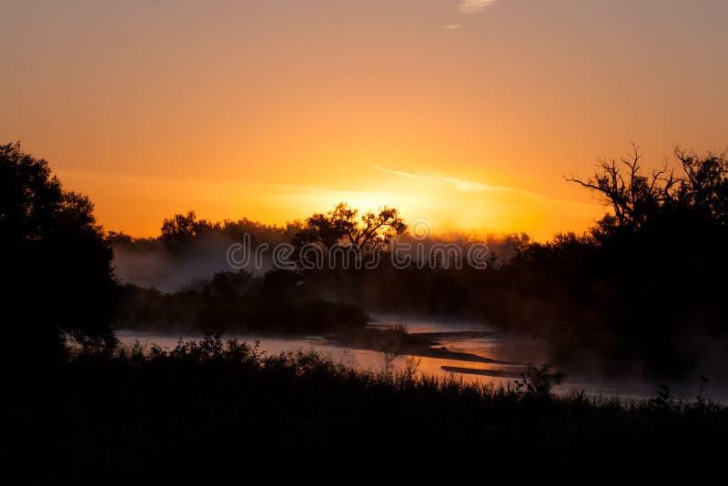 Salida del sol en el río Platte foto de archivo libre de regalías