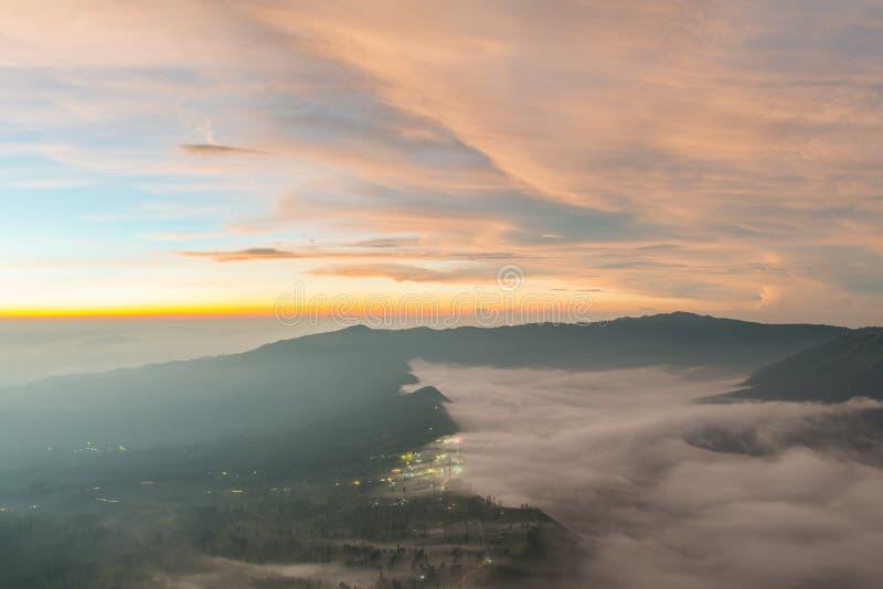 Salida del sol en el volcán de Bromo del soporte imagen de archivo libre de regalías
