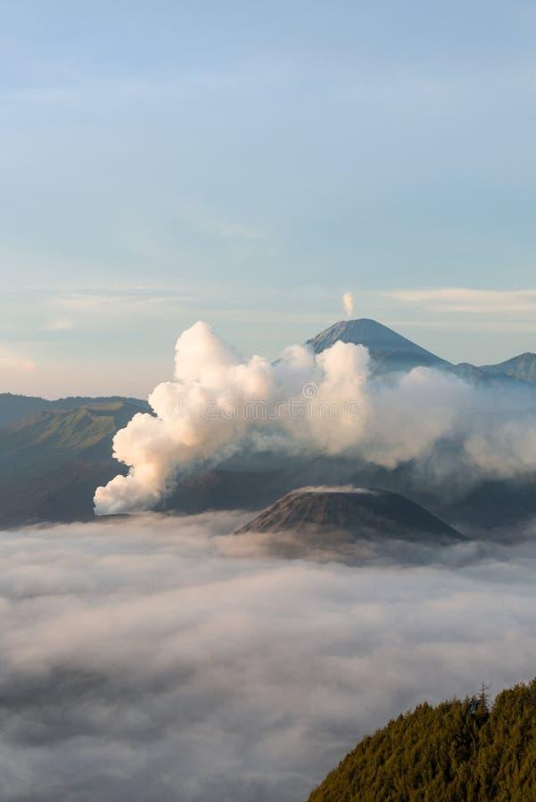 Salida del sol en el volcán de Bromo del soporte fotografía de archivo libre de regalías