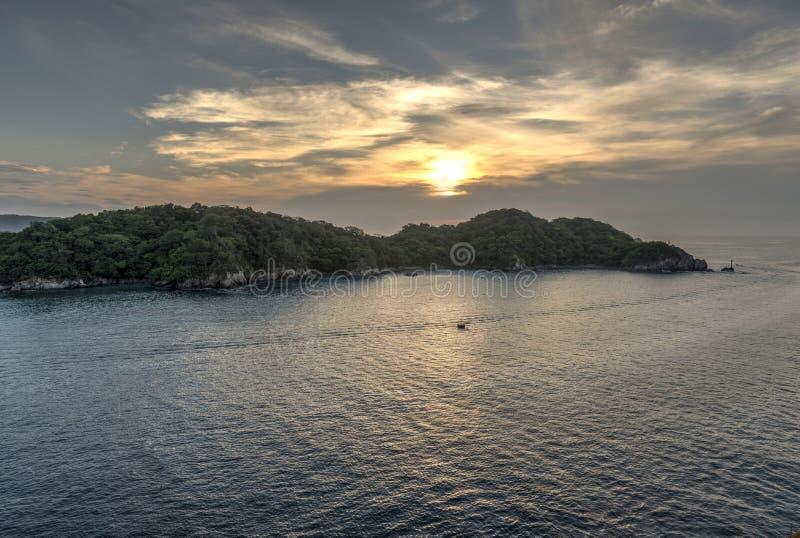 Salida del sol en Huatulco México fotografía de archivo libre de regalías