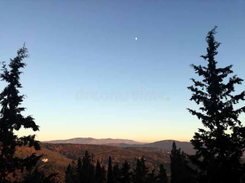Salida del sol en Italia, Fiesole Paisaje en las montañas foto de archivo
