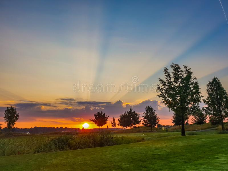 salida del sol en la calma de la mañana foto de archivo