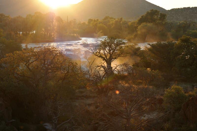 Salida del sol en la cascada de Epupa, Namibia fotografía de archivo