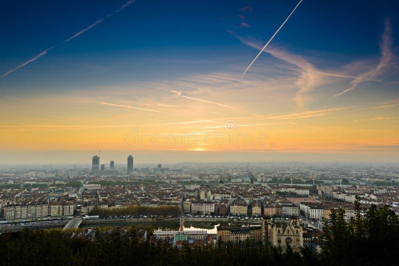 Salida del sol en la ciudad de Lyon, Francia, Europa imagen de archivo libre de regalías