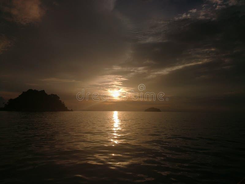 Salida del sol en la isla de Lipe fotografía de archivo