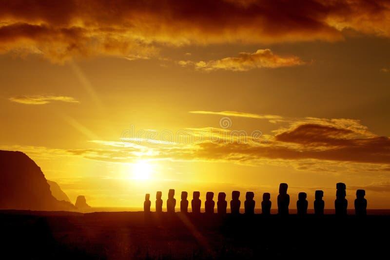 Salida del sol en la isla de pascua foto de archivo libre de regalías