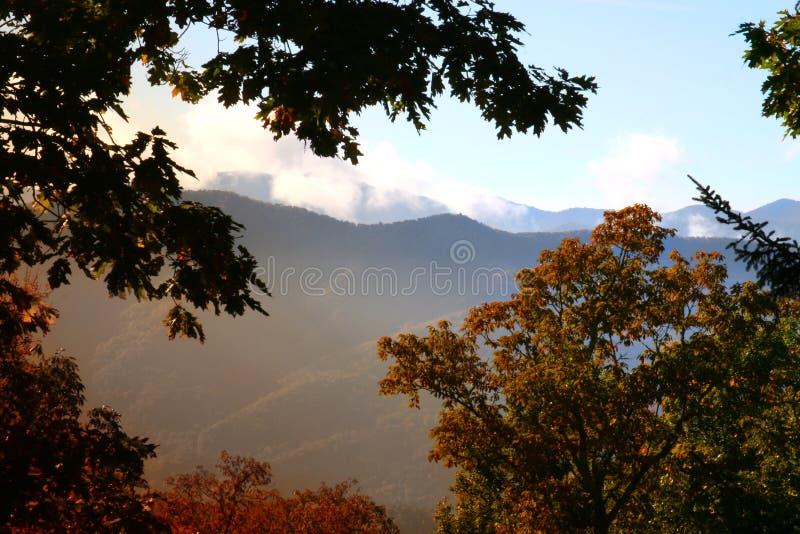 Salida del sol en la montaña del smokey imagen de archivo