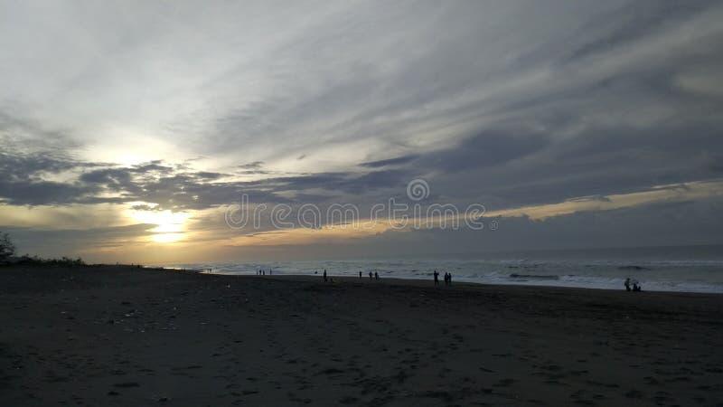 Salida del sol en la playa fotos de archivo libres de regalías