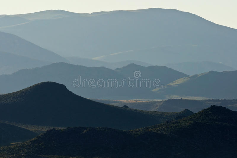 Salida del sol en las colinas del este de Sierra imagenes de archivo