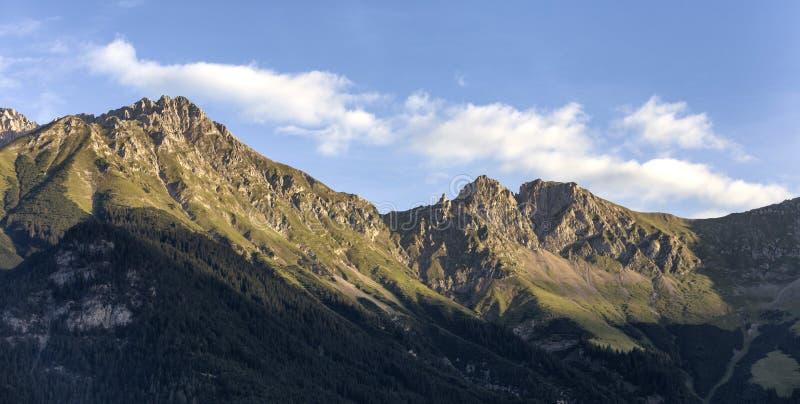 Salida del sol en las montañas en las montañas austríacas fotografía de archivo libre de regalías
