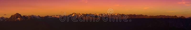 Salida del sol en las montañas de Stubaier en el Tyrol, Austria fotos de archivo