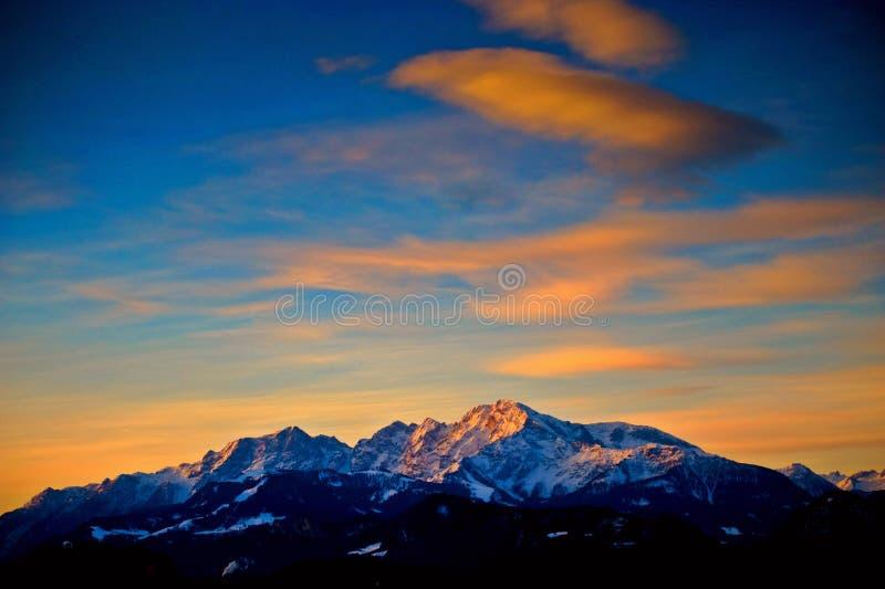 Salida del sol en las montan@as fuera de Salzburg imágenes de archivo libres de regalías
