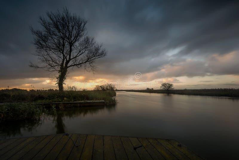 Salida del sol en los broads de Norfolk fotografía de archivo libre de regalías