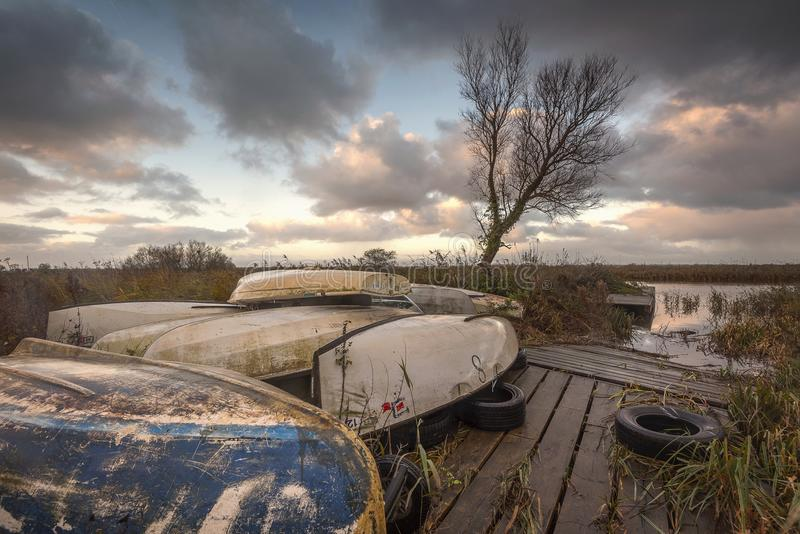Salida del sol en los broads de Norfolk imagenes de archivo