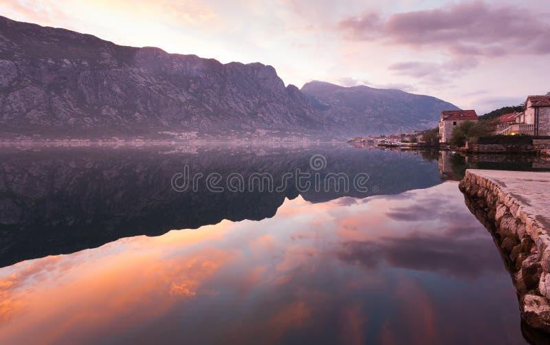 Salida del sol en Montenegro imagen de archivo
