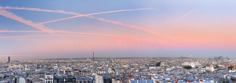 Salida del sol en París, Francia foto de archivo