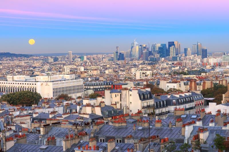 Salida del sol en París, Francia imagenes de archivo