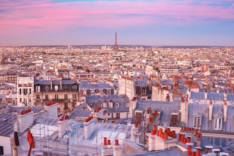 Salida del sol en París, Francia foto de archivo libre de regalías